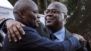 Vital Kamerhe (à gauche) et le président Félix Tshisekedi lors de l'annonce de leur alliance à Nairobi, le 23 novembre 2018.