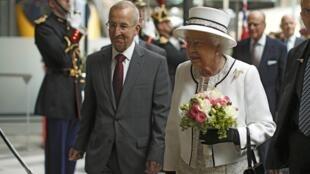 Queen Elizabeth arrives at the Gare du Nord train station in Paris