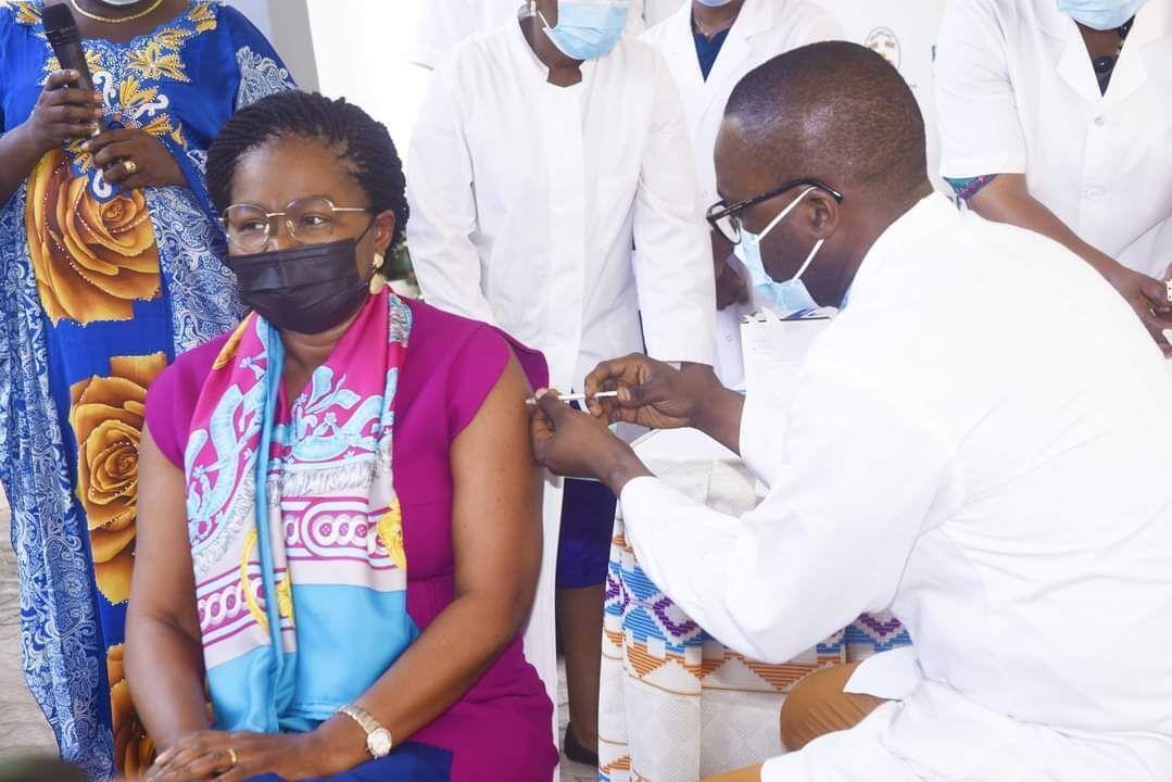 Vaccination Victoire Sidémeho Dogbé, la cheffe de gouvernement togo covid 19