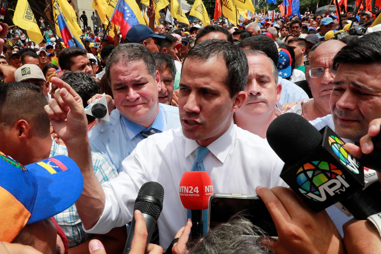 Juan Guaido, ici lors d'une manifestation à Caracas le 10 mars 2020, a d'ores et déjà annoncé qu'il ne se présenterait pas à la convocation du procureur général.