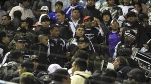 Policiais bolivianos estavam nas arquibancadas da torcida alvinegra no jogo contra o San José, na última quarta-feira.