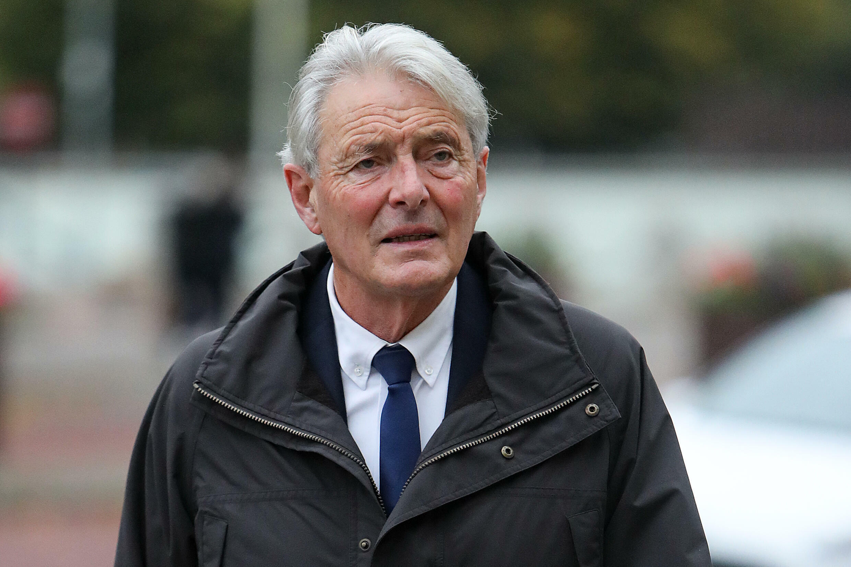 David Henderson llega al Tribunal de la ciudad británica de Cardiff el 18 de octubre de 2021 para comparecer en el juicio por la muerte en accidente de avioneta del futbolista Emiliano Sala