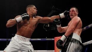 Zakaran dan wasan Damben Boxing na duniya Anthony Joshua yayin lallasa Joseph Parker a Birtaniya. 31 ga watan Maris, 2018