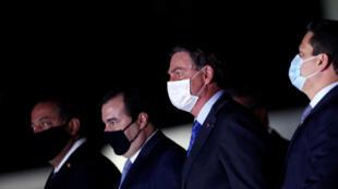 Davi Alcolumbre (d.), Jair Bolsonaro e Rodrigo Maia se reuniram na semana passada e abordaram a delicada questão do teto dos gastos. (13/08/2020)