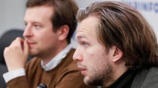Les militants de l'opposition biélorusse Anton Rodnenkov et Ivan Kravtsov participent à une conférence de presse, peu après avoir quitté la Biélorussie, à Kiev, en Ukraine, le 8 septembre 2020.