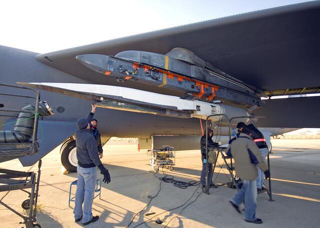 Thiết bị siêu thanh X-51được ứng dụng trong máy bay do thám, tên lửa tầm xa hay vận tải cao tốc (US Air Force)