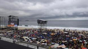 Aux JMJ au Brésil, le temps a décidé de ne pas y mettre du sien.