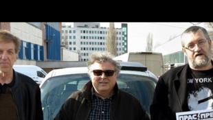 De gauche à droite: Chavdar Georgiev, Tchavdar Nikolov et Christo Komarnitski, l'équipe des caricaturistes malpolis de Pras Press, sorte de Charlie Hebdo bulgare.