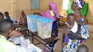 Jour de vote en Mauritanie le 5 août 2017, ici dans un bureau à Nouakchott.