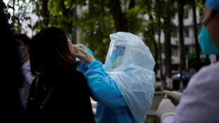 HEALTH-CORONAVIRUS/CHINA-WUHAN TESTING