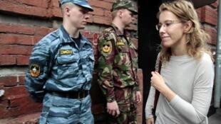 Ксения Собчак у здания Следственного комитета. Москва 15/06/2012