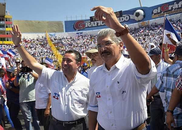 El candidato Norman Quijano (derecha) de ARENA y su compañero de fórmula René Portillo Cuadra.