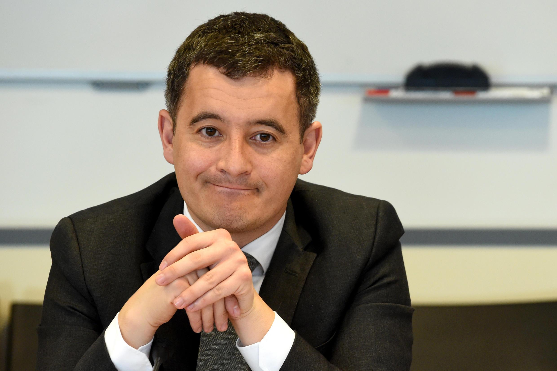 Le ministre français de l'Action et des Comptes publics Gérald Darmanin, lors d'un déplacement dans les locaux de la Direction des vérifications nationales et internationales (DVNI), à Pantin (Seine-Saint-Denis).