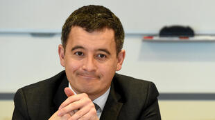 Le ministre français de l'Action et des Comptes publics Gérald Darmanin, lors d'un déplacement dans les locaux de la Direction des vérifications nationales et internationales (DVNI), à Pantin (Seine-Saint-Denis).
