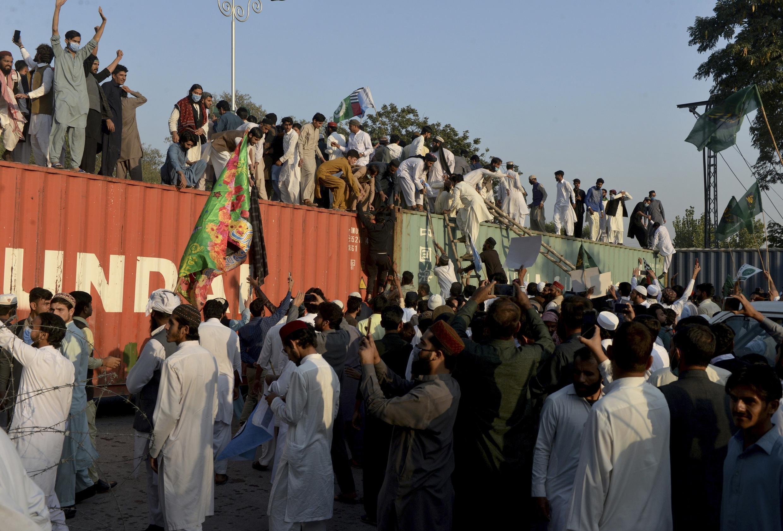 zanga-zangar kin jinin Faransa da Faransawa a birnin Islamabad na Pakistan.