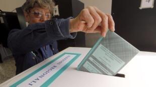 Alta abstenção dos eleitores nas eleições regionais e municipais parciais deste domingo na Itália.