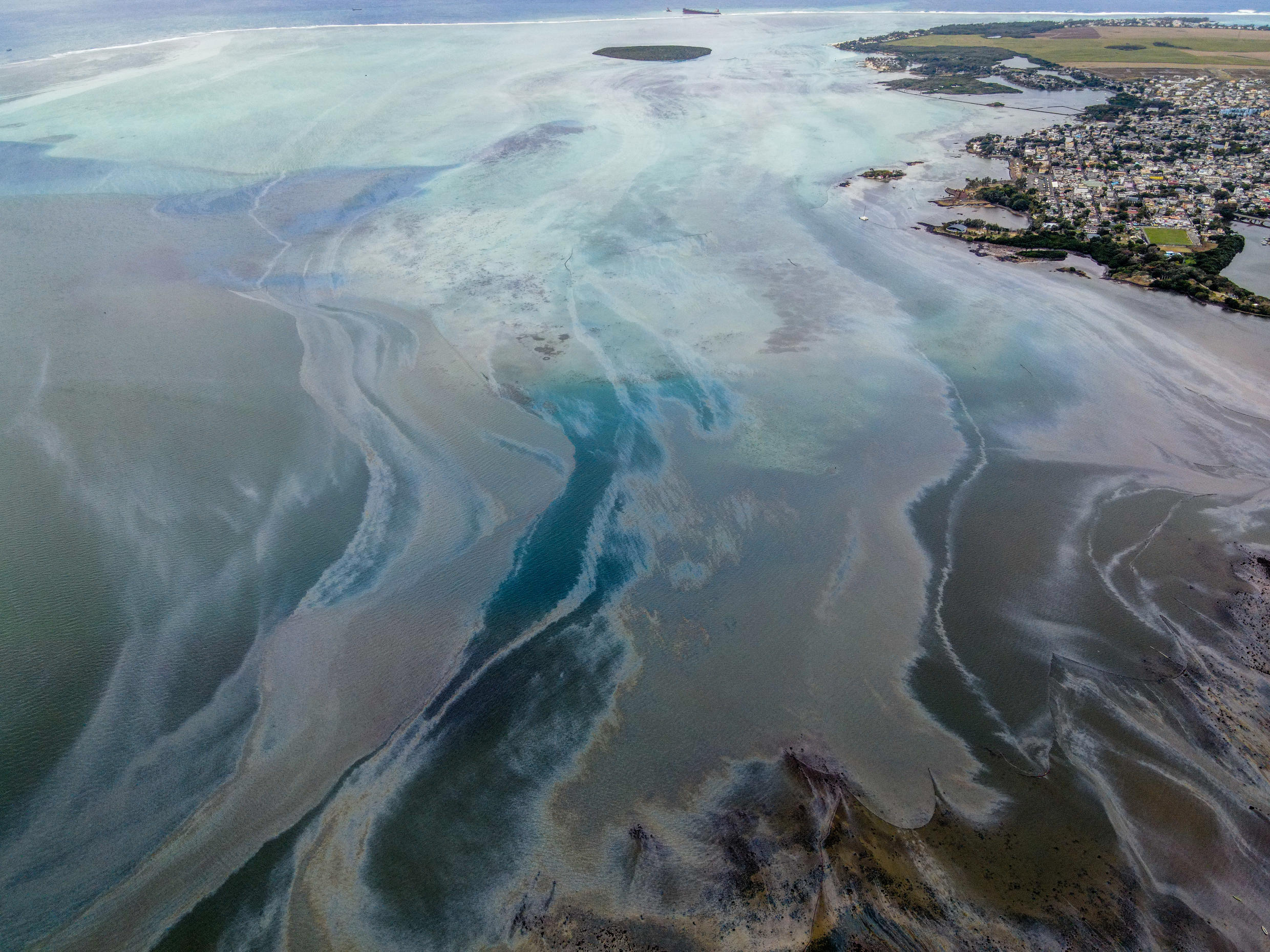 The black oil spill from the Wakashio ship visibly moving throughout the turquoise lagoon from south-east to eastern Mauritius.