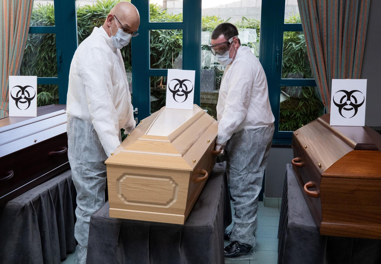 Les croque-morts sont aussi appelés assistants funéraires (photo d'illustration).