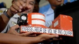 O resultado da investigação das caixas-pretas do avião da AirAsia descartam atentado