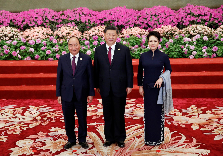 Thủ tướng Việt Nam Nguyễn Xuân Phúc tham dự diễn đàn Sáng kiến Vành đai và Con đường, chụp ảnh với chủ tịch Trung Quốc Tập Cận Bình và phu nhân tại Đại Lễ Đường Nhân Dân, Bắc Kinh, ngày 26/04/2019.