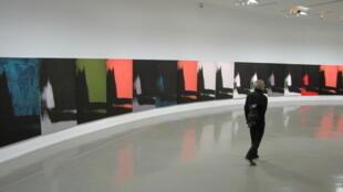 «Тени» Энди Уорхола на выставке «Безграничный Энди Уорхол» в Парижском музее современного искусства