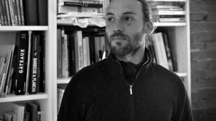 Yanis Thomas de Survie.