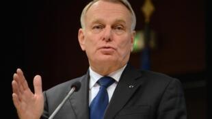 O primeiro-ministro francês, Jean-Marc Ayrault, pediu a seus ministros para economizar 5 bilhões de euros em 2014.