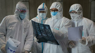 Bác sĩ ở bệnh viện Vân Mộng (Yunmeng), thành phố Hoàng Cương (Xiaogan), tỉnh Hồ Bắc (Hubei), Trung Quốc, ngày 20/02/2020.