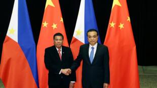 O  Presidente  Rodrigo Duterte e o primeiro-ministro chinês, Li Keqiang,na  Casa do Povo em Pequim. 20 de Outubro de 2016