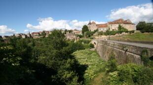 Saint-benoit-du-sault鎮一景