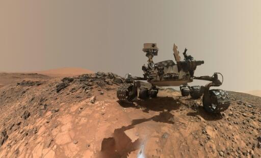 """Un """"selfie"""" del rover Curiosity, tomado en la superficie de Marte, el 7 de junio del 2018."""