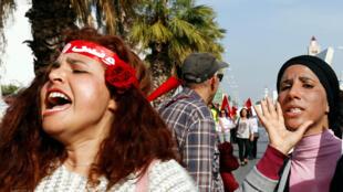 Plus d'un millier de Tunisiens, en majorité des femmes, ont défilé samedi 10 mars à Tunis pour réclamer l'égalité des sexes en matière d'héritage, scandant que c'était «un droit, pas une faveur».