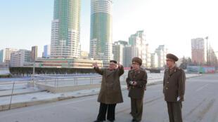 Foto do líder norte-coreano Kim Jong-un divulgada pela agência KCNA
