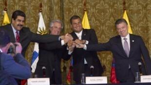 El presidente de Venezuela,Nicolás Maduro, y sus pares de Uruguay, Tabaré Vazquez, de Ecuador, Rafael Correa y de Colombia, Juan Manuel Santos, en el Palacio de Carondelet  en Quito, el 21 de septiembre de 2015.