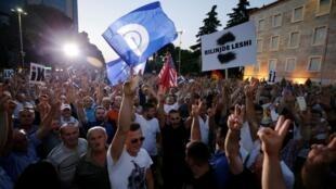 Manifestation de l'opposition devant le bureau du Premier ministre Edi Rama.