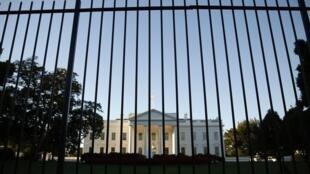 Omar Gonzalez a sauté par-dessus la grille, un couteau à la main, jusqu'à la salle de cérémonie de la Maison Blanche, le 19 septembre 2014.