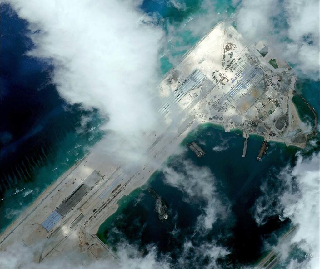 Phi đạo đang xây  trên Đá Chữ Thập theo ảnh vệ tinh đăng trên trang web của CSIS.