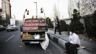A Téhéran, hommes d'affaires, ingénieurs ou vendeurs à la sauvette attendent avec impatience la levée des sanctions contre l'Iran.