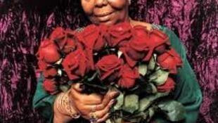 O Correio dos Ouvintes homenageia com esta foto a grande cantora cabo-verdiana Cesaria Evora, que empresta um pouco de sua voz a este programa.