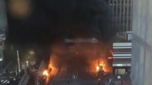 Пожар возле входа в Лионский вокзал в Париже. 28 февраля 2020 г.