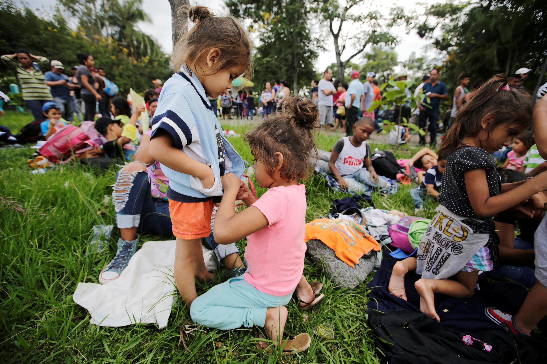 La mayoría de los niños llevan diez días caminando y casi 800 km recorridos.