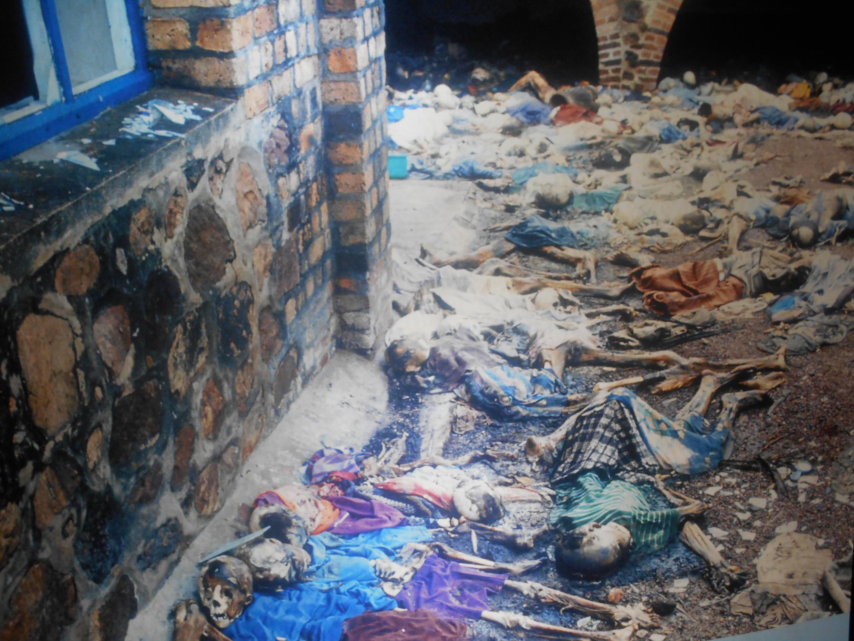 Фотографии в музее геноцида Кигали