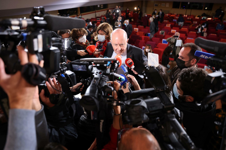 El presidente de la comisión de investigación de los abusos en la Iglesia católica, Jean-Marc Sauvé, atiende a la prensa el 5 de octubre de 2021 en París