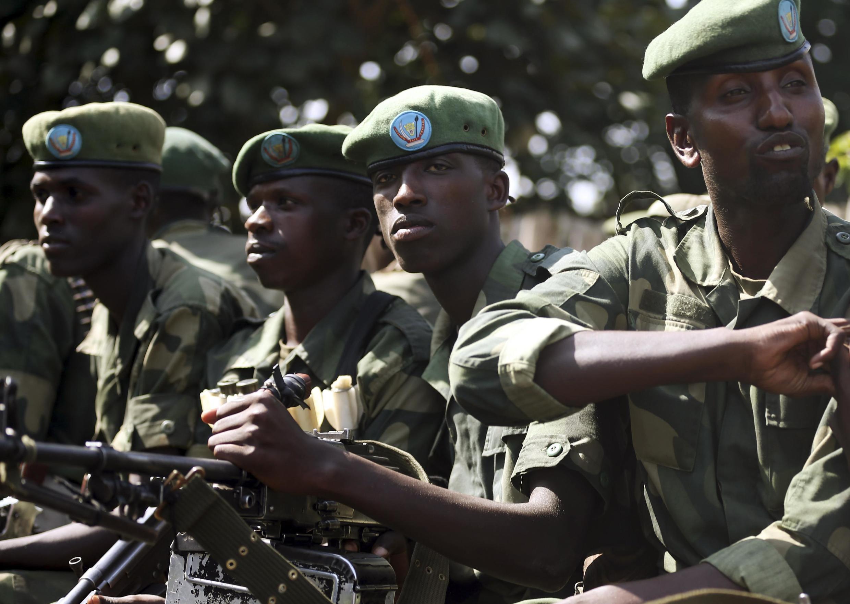 Des soldats des FARDC en poste à Minova, 45km à l'ouest de Goma, en 2012.