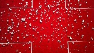« Constellations de la déesse / Ciel au-dessus de Port-au-Prince Haïti 12 janvier 2010 21 :53 UTC », œuvre (300 x 300 cm) réalisée en 2012 par Jean-Ulrick Désert, exposée dans le cadre de « Haïti, deux siècles de création artistique », Grand Palais, Paris.
