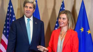 Глава европейской дипломатии Федерика Могерини и госсекретарь США Джон Керри в Брюсселе
