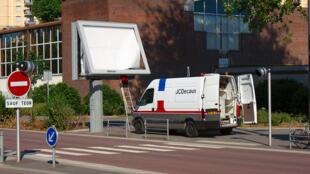 Entre enero y abril de 2015, 326 carteles publicitarios serán retirados por su fabricante, la firma francesa JCDecaux.