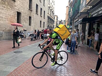Un livreur de Glovo à Barcelone