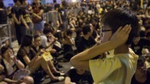 香港大學生連續六天示威反對政府洗腦教育,2012年9月7日。