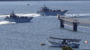 Des navires de la marine israélienne font des manoeuvres dans le port militaire d'Ashdod, au sud d'Israël, le 29 juillet 2018.
